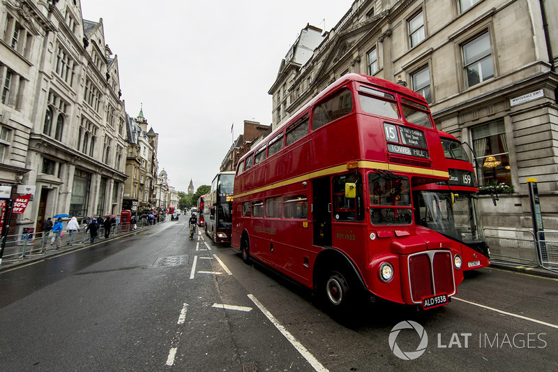 Bus London di Whitehall