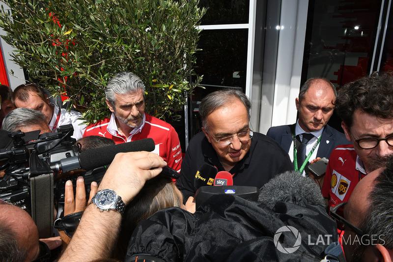 Maurizio Arrivabene, director del equipo Ferrari, Sergio Marchionne, CEO de FIAT