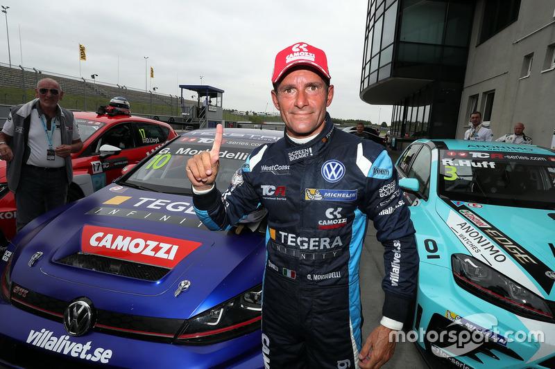 Il vincitore della gara Gianni Morbidelli, West Coast Racing, Volkswagen Golf GTi TCR