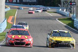 Даниэль Суарес, Joe Gibbs Racing Toyota, Джейми Макмарри, Chip Ganassi Racing Chevrolet