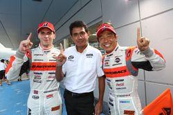 #55 Autobacs Racing Team Aguri BMW M6 GT3: Shinichi Takagi, Sean Walkinshaw with Aguri Suzuki