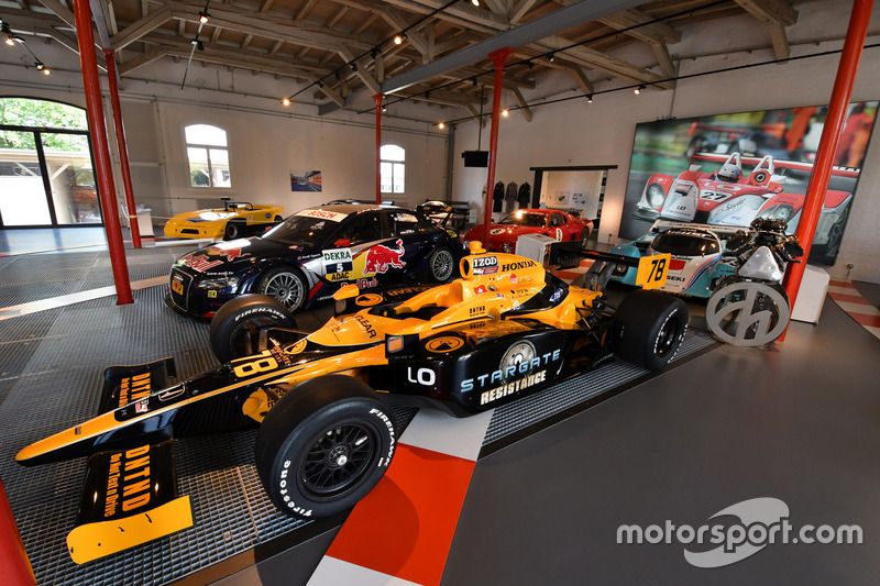 Simona De Silvestro, HVM Racing, IndyCar, Autobau