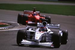 Jacques Villeneuve, BAR devant Michael Schumacher, Ferrari