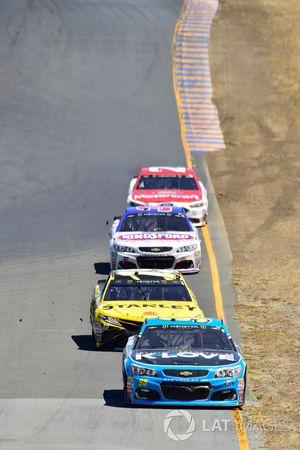 Michael McDowell, Leavine Family Racing Chevrolet, Daniel Suárez, Joe Gibbs Racing Toyota, Chris Bue