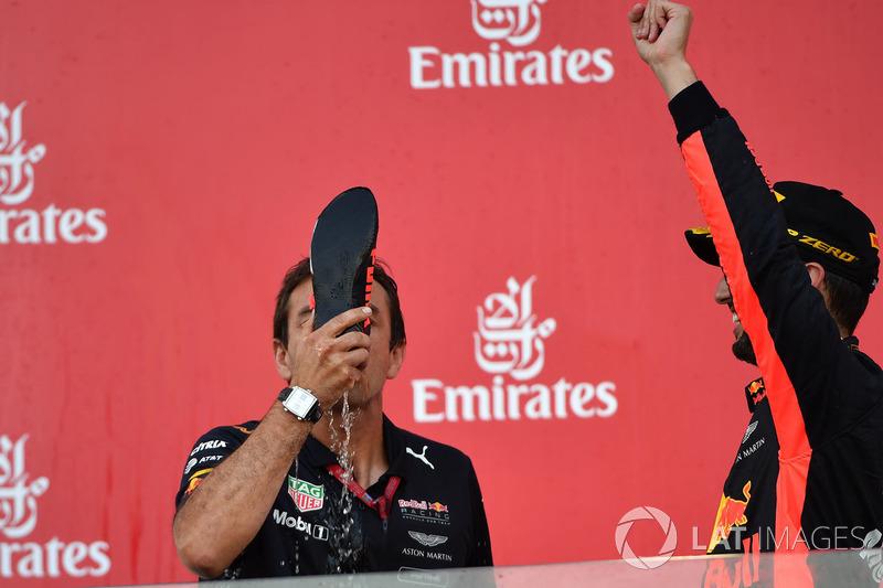 Pierre Wache, ingénieur Red Bull Racing fait un shoey