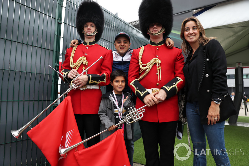 Felipe Massa, Williams, su esposa Rafaela Bassi, hijo Felipinho Massa, los guardias de Palacio