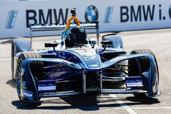 Chris Hemsworth in de Formula E-wagen