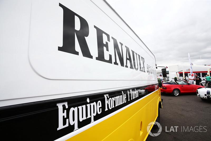 Renault Sport F1 Team F1 Historic: фургон