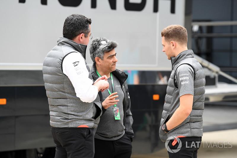Eric Boullier, McLaren Racing Director and Stoffel Vandoorne, McLaren
