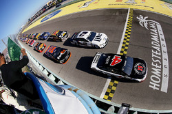Arrancada: Kevin Harvick, Stewart-Haas Racing Chevrolet líder