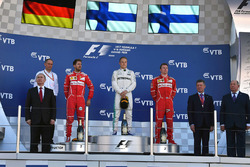 Vladimir Putin, President of Russia, Sebastian Vettel, Ferrari, Tony Ross, Mercedes AMG F1 Race Engineer, Valtteri Bottas, Mercedes AMG F1, Kimi Raikkonen, Ferrari and Dmitry Kozak, Deputy Prime Minister of the Russian Federation
