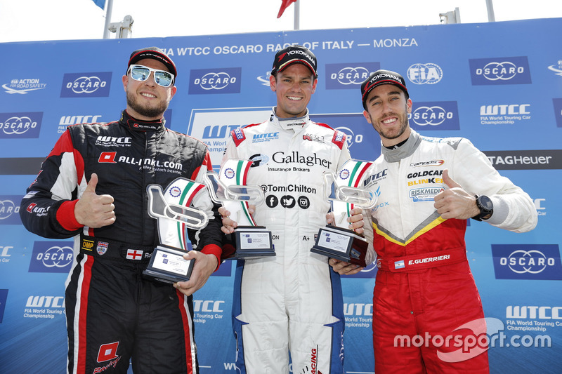 Trophy Podium: First place Tom Chilton, Sébastien Loeb Racing, Citroën C-Elysée WTCC, second place Rob Huff, All-Inkl Motorsport, Citroën C-Elysée WTCC, third place Esteban Guerrieri, Campos Racing, Chevrolet RML Cruze TC1