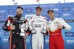 Trophy Podium: Eerste plaats Tom Chilton, Sébastien Loeb Racing, Citroën C-Elysée WTCC, tweede plaat