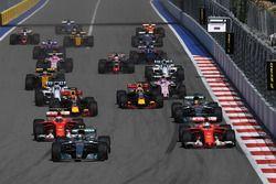 Valtteri Bottas, Mercedes AMG F1 W08 en Sebastian Vettel, Ferrari SF70H