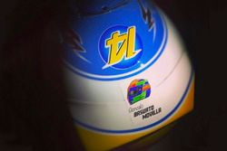 Casque spécial de Fernando Alonso, McLaren, en hommage à Gonzalo Basurto Movilla