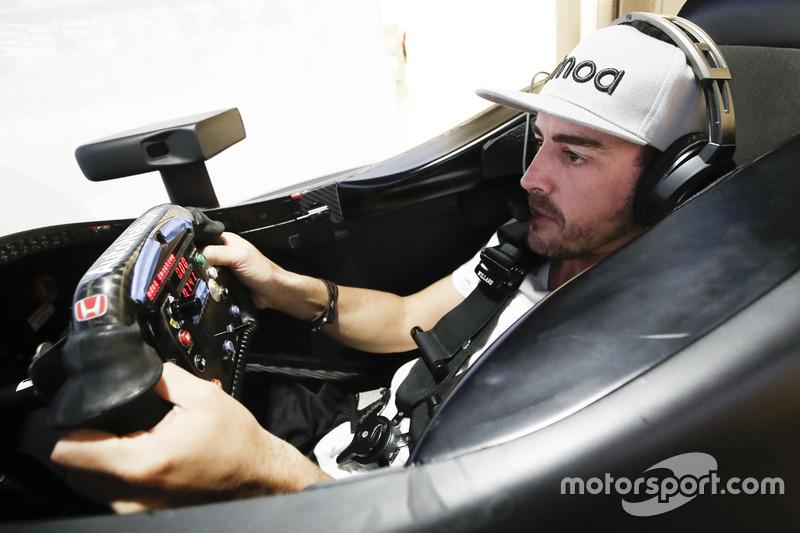 Fernando Alonso en el simulador de Honda Performance