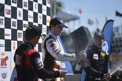 Podium: ganador, Alvaro Parente, K-Pax Racing, segundo, Patrick Long, Wright Motorsports, tercero, M