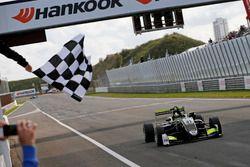 Bandiera a scacchi perr Lando Norris, Carlin Dallara F317 - Volkswagen