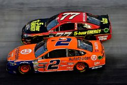 Brad Keselowski, Team Penske Ford, Erik Jones, Furniture Row Racing Toyota