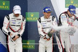 Podio: #2 Porsche Team Porsche 919 Hybrid: Timo Bernhard, Earl Bamber, Brendon Hartley