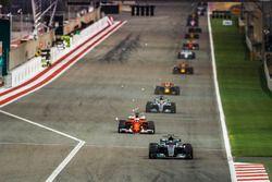Valtteri Bottas, Mercedes F1 W08, Sebastian Vettel, Ferrari SF70H, Lewis Hamilton, Mercedes F1 W08,M