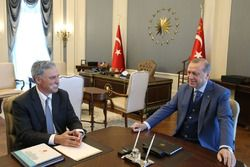 Il Presidente della Turchia Recep Tayyip Erdoğan riceve il CEO della Formula 1 Chase Carey al comple