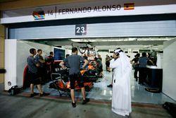 Scheich Mohammed bin Essa Al-Khalifa, Geschäftsführer Bahrain International Circuit, in der McLaren-