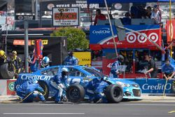 Kyle Larson, Chip Ganassi Racing Chevrolet, makes a pit stop