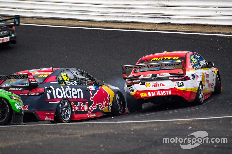 Jamie Whincup, Triple Eight Race Engineering, Holden; Scott McLaughlin, Team Penske, Ford