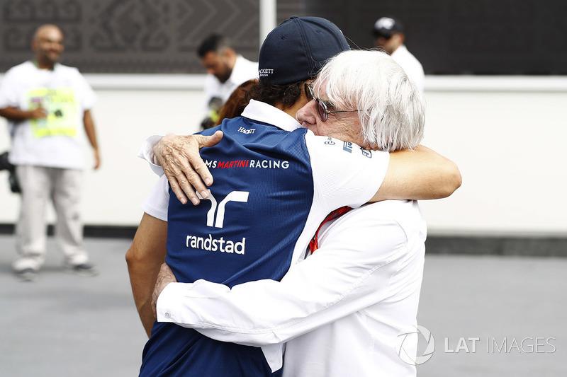 Bernie Ecclestone, Presidente emerito della Formula 1, saluta Felipe Massa, Williams, nel paddock