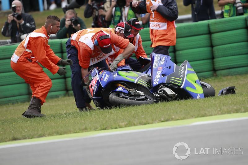 Caída de Maverick Viñales, Yamaha Factory Racing