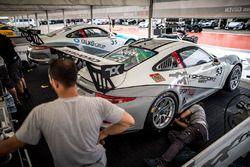 Toksport WRT garajı, Ayhancan Güven ve Ümit Ülkü, Porsche 911 GT3