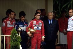 Podium: winner Ayrton Senna, McLaren, second place Jean Alesi, Tyrrell, third place Gerhard Berger,