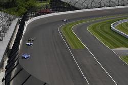 Scott Dixon, Chip Ganassi Racing Honda, Jay Howard, Schmidt Peterson Motorsports Honda