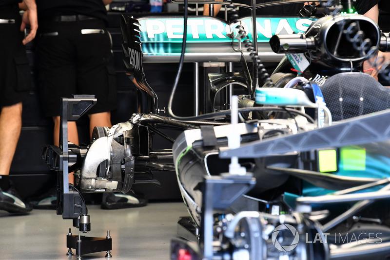 Mercedes-Benz F1 W08, mozzo posteriore