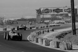 Phil Hill devant Mike Hawthorn, Ferrari Dino 246