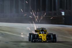 Nico Hulkenberg, Renault Sport F1 Team RS17, kicks up sparks