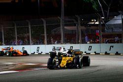 Jolyon Palmer, Renault Sport F1 Team RS17 devant Lance Stroll, Williams FW40 et Stoffel Vandoorne, McLaren MCL32