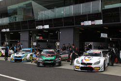 №60 BMW Team SRM BMW M6 GT3: Стив Ричардс, Марк Винтерботтом, Марко Виттман; №7 BMW Team SRM, BMW M6