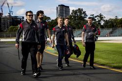 Kevin Magnussen, Haas F1 Team, Romain Grosjean, Haas F1 Team Haas lors de la reconnaissance de la piste