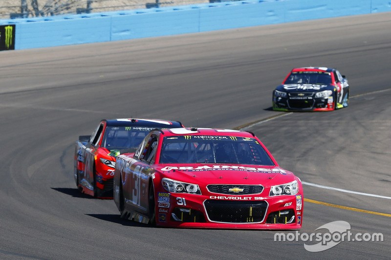 Ryan Newman, Richard Childress Racing, Chevrolet; Martin Truex Jr., Furniture Row Racing, Toyota