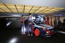 Hayden Paddon, Daniel Sordo, Thierry Neuville, Hyundai Motorsport, svelano la Hyundai i20 Coupe WRC