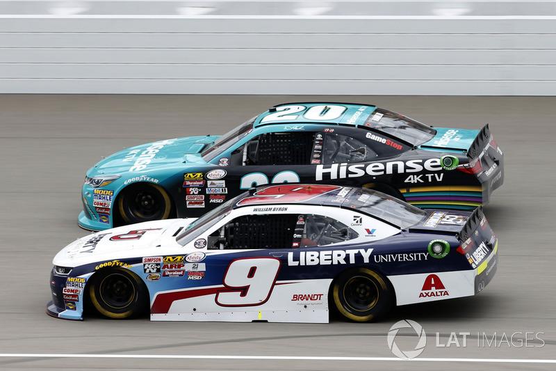 Уильям Байрон, JR Motorsports Chevrolet и Денни Хэмлин, Joe Gibbs Racing Toyota