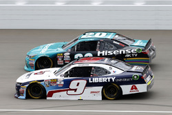 Уильям Байрон, JR Motorsports Chevrolet и Денни Хэмлин, Joe Gibbs Racing Toyota