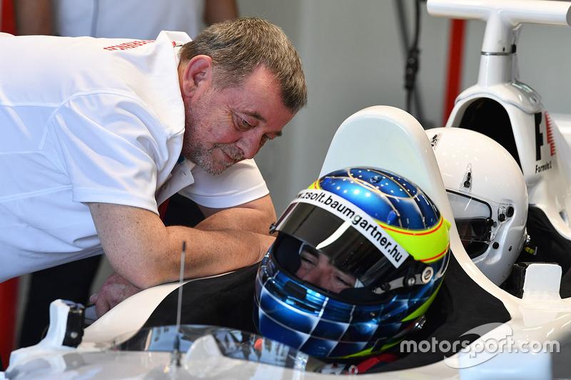 Пол Стоддарт и пилот F1 Experiences Жолт Баумгартнер