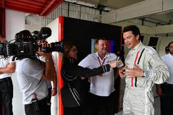 Paul Stoddart, experiencia F1 Coche de 2 plazas Thomas Senecal, Journalist y Presentador Canal +