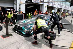 Pit stop #3 Black Falcon Mercedes AMG GT3: Abdulaziz Al Faisal, Hubert Haupt, Yelmer Buurman, Michal