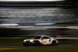 №912 Porsche Team North America Porsche 911 RSR: Кевин Эстре, Лоренс Вантхор, Рихард Лиц