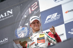 Rookie podium: tweede Mick Schumacher, Prema Powerteam, Dallara F317 - Mercedes-Benz