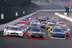Кайл Буш, Joe Gibbs Racing Toyota, Джой Логано, Team Penske Ford и Бреннан Пул, Chip Ganassi Racing